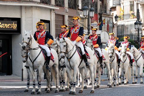 Торжественный парад на «Dos de Mayo»
