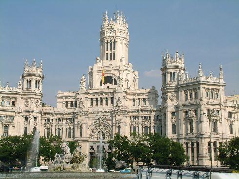 Мадрид в марте потихоньку снимает с себя своё зимнее облачение