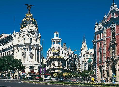 В мае в Мадриде стоит отличная погода - тепло, а некоторыми днями даже жарко