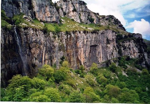 Кантабрийские горы простираются