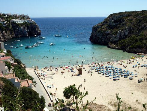 В сентябре купальный сезон продолжается, но курортников становится значительно меньше