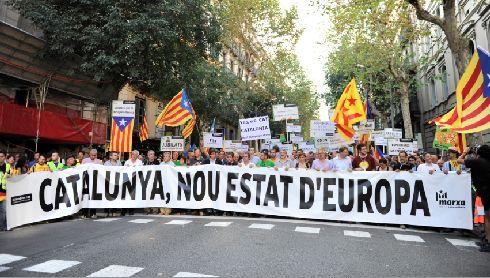 Национальный день Каталонии отмечается с большим размахом, проезжие части города перекрываются, в центр просто так не попасть