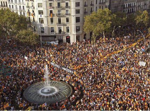Каталония - единственная провинция Испании, которая считает себя независимой от Королевства и при любой возможности пытается это подчеркнуть