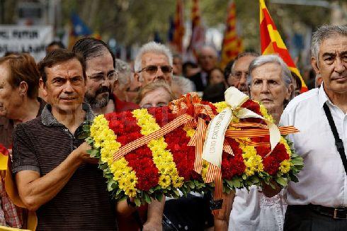 Официальная символика Каталонии - жёлто-красные флаги