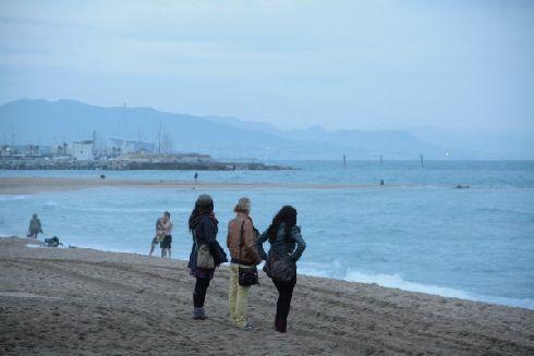 У моря бывает ветрено, так что одевайтесь потеплее