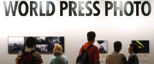 На выставке демонстрируются десятки работ, победивших в самом престижном в мире конкурсе фотожурналистики ''World Press Photo Exhibition''