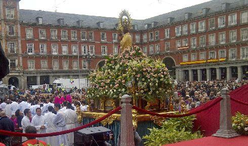 Праздник ''Fiesta de la Almudena'' в Мадриде