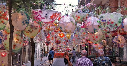 Из всех летних барселонских фестивалей Грасия самый крупный, шумный и долгий! (Фото с ecotravellerguide.com)