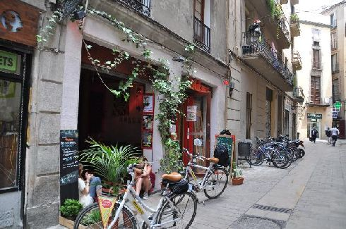 В Барселоне всегда можно найти уютное местечко чтобы отдохнуть, перекусить или просто немного поскучать
