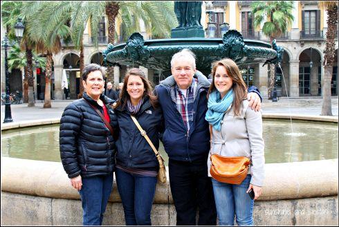 По этой фотографии можно легко сориентироваться что взять с собой из одежды в Барселону зимой