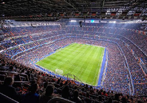 Если вы даже далеки от футбола, то все равно посещение стадиона Сантьяго Бернабео и просмотр матча с участием Реал Мадрид не оставит вас равнодушными!