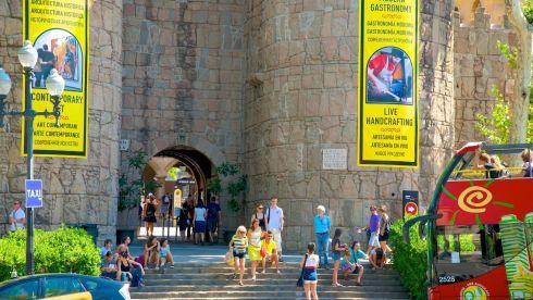 Все еще не подобрали то, что вам нравится? Отправляйтесь в Испанскую Деревню Poble Espanyol - здесь тоже неплохой выбор оригинальных сувениров!