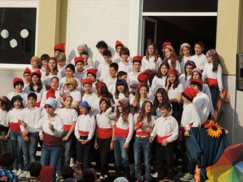 В Каталонии есть традиционный головной убор -  красные шапочки