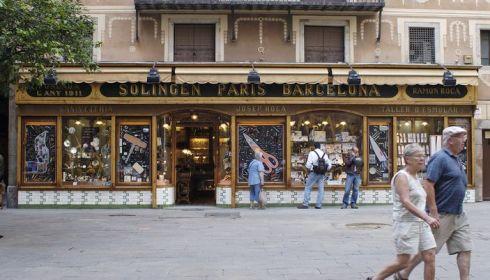 Каждый, кто побывал в великолепной Барселоне захочет привезти что-нибудь на память.. Так что купить в подарок или для себя?