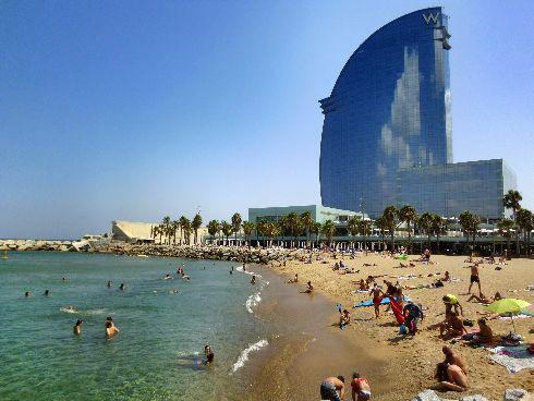 В Барселоне есть еще и потрясающие пляжи!