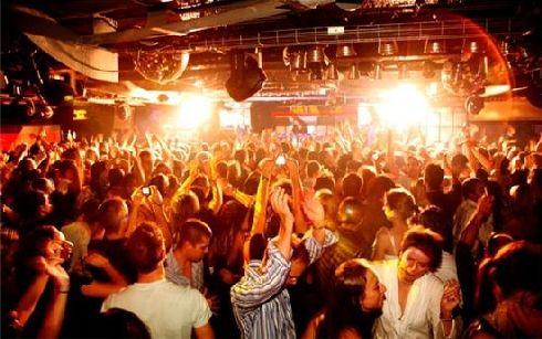 В Барслоне можно сэкономить даже при посещении ночного клуба!