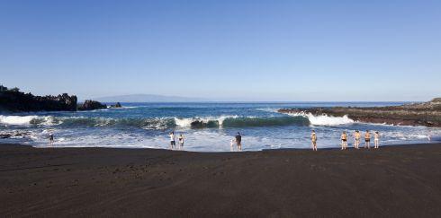 Кстати, зимой в Испании можно и отдохнуть на одном из островов и насладится пляжным отдыхом
