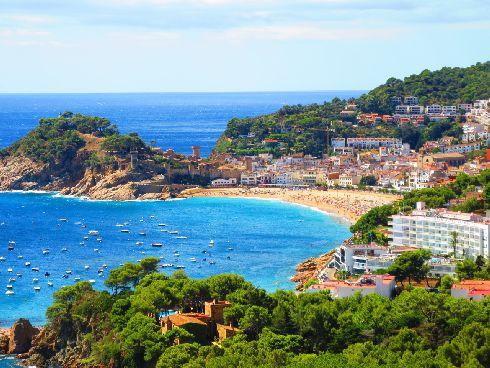 Пляжные курорты Каталонии, такие как Коста Брава, известны на весь мир своими пляжами и сервисом