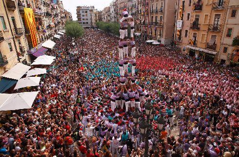 По всей Испании в течение лета проходят различные фестиваля, как, например, Фестиваль человеческих фигур в Таррагоне