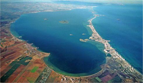 Малое море, или по-испански Мар Минор, представляет из себя большое соленое озеро, которое получилось известность благодаря своим целебными грязям и  водам