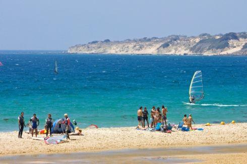 На побережье Малого моря можно  заняться активным отдыхом, как, например, серфингом