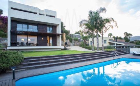 В статье поднимаются некоторые вопросы по покупке недвижимости в Испании