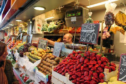 Обязательно побывайте на продуктовом рынке Атаразанс, где Вы сможете прочувствовать местный колорит, да и прикупить кое-что из съестного!