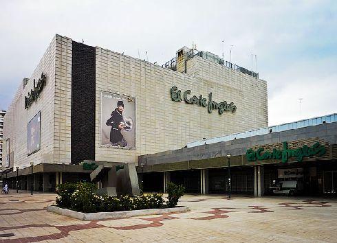 В Малаге есть несколько торговых центров, один из них - огромного универмага Эль Корте Инглес (El Corte Ingles)