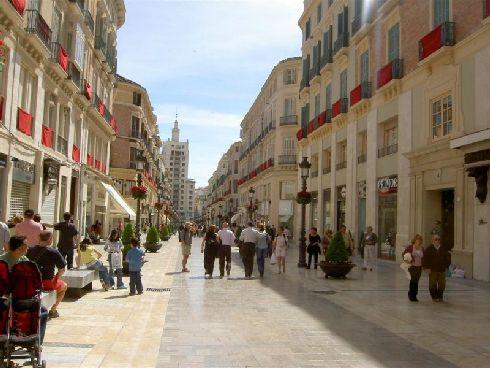 Кайе Маркес-де-Лариос - главная улица Малаги, где можно побродить по магазинам