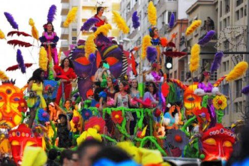 Пышный фестиваль в Кадисе