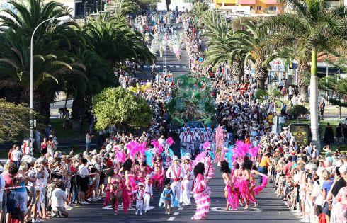 Карнавал не Тенерифе проходит в конце февраля или в начале марта